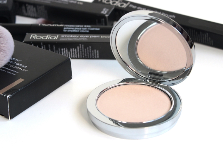 Rodial-Instaglam-Illuminating-Powder-review-swatches-photos.jpg